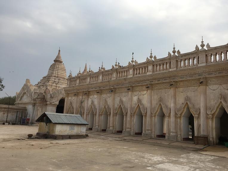 バガン アーナンダー寺院