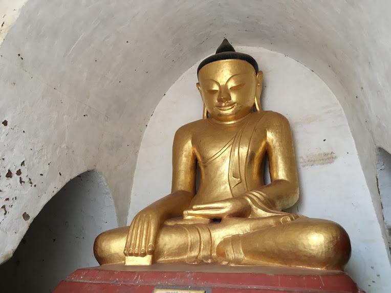 バガン観光 仏像