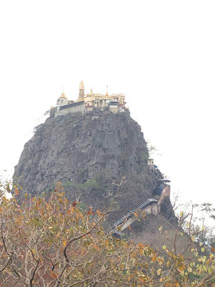 ポッパ山 ミャンマー 観光