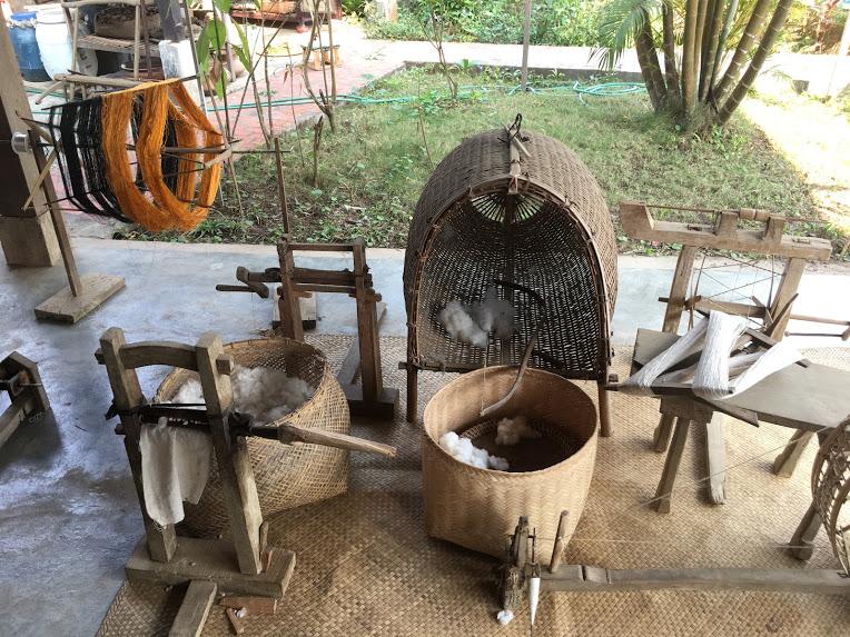 ルアンパバーン観光スポット 機織りの村